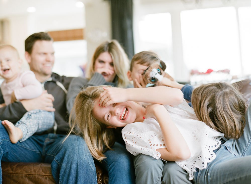 child photography seattle : family on couch and daughter laughing