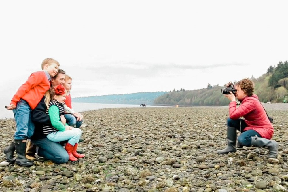 social distancing while photographing families outdoors washington
